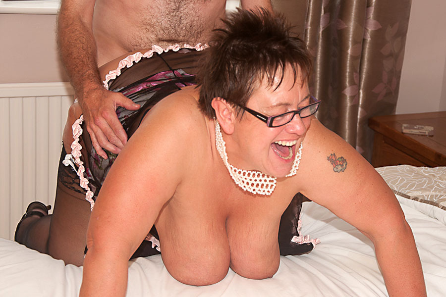 image English granny savana is fingering her old pussy